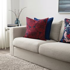 IKEA - STJÄRNTULPAN, Cushion cover, dark blue, red, Cotton is a soft and easy-care natural material that you can machine wash. The zipper makes the cover easy to remove. Red Throw Pillows, Red Cushions, Large Cushions, Couch Pillows, Throw Pillow Covers, Bold Living Room, Large Cushion Covers, Color Turquesa, White Sofas