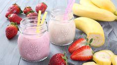 Fruit des sportifs par excellence, la banane est riche en glucides et fournit beaucoup d'énergie à notre corps. Son concentré de potassium est bon pour le coeur, oxygène notre cerveau et lutte contre l'hypertension. Faites-vous plaisir et redécouvrez ce fruit grâce à 8 recettes de smoothie à la banane.