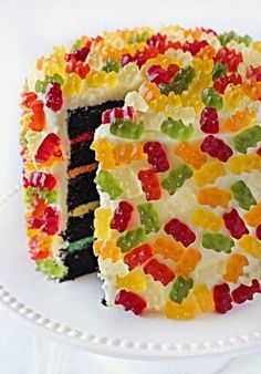 Probably THE most perfect cake I could make for Daniel on… Gummy Bear Layer Cake! Probably THE most perfect cake I could make for Daniel on his birthday next year. Yummy Treats, Sweet Treats, Yummy Food, Sweet Cookies, Yummy Yummy, Cake Cookies, Sugar Cookies, Gummy Bear Cakes, Just Desserts