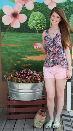 The best summer tank + a place to get farm-fresh peaches! Peach Salsa, Girls Dream, Peaches, Summer Girls, Spring Outfits, Like You, Lifestyle Blog, Fashion Outfits, Style Fashion