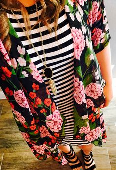 Lularoe Julia and Lularoe Shirley for the pattern mix win! I love stripes and florals! Cute Fashion, Modest Fashion, Fashion Outfits, Style Fashion, Spring Summer Fashion, Spring Outfits, Lula Outfits, Vogue, Rock