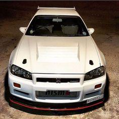 Enjoy watching car news ❗️ goo.to/photo # R 34 # NISSAN # car # auto # geton - - Japanese Domestic Market, Nissan Gtr R34, Nissan Infiniti, Nissan Gtr Skyline, Import Cars, Japan Cars, Modified Cars, Custom Cars, Dream Cars