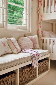 No Fuss Teen Girl Bedrooms plan 9817613910 - From incredibly sweet to the captivating home decor inspirations and tips. For more simple decor designs please pop to the image link right now. Teen Girl Bedrooms, Little Girl Rooms, Home Decoracion, Teenage Room, Upcycled Home Decor, Bedroom Layouts, Home Decor Inspiration, Decoration, Bedroom Decor