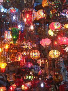 beautiful color and lighting - bohemian lanterns Bohemian Decor, Bohemian Style, Bohemian Lighting, Unique Lighting, Decoration, Light Up, White Light, Sweet Home, Cool Stuff
