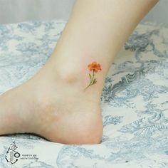 Voici une série de magnifiques petits tatouages de pieds et chevilles, parce que tout ce qui est petit est mignon.