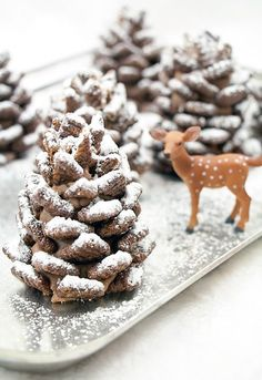 Ready to start your Christmas baking? These easy Christmas treats and sweets recipes are perfectly delicious, whether you have them for a snack or a dessert during the holidays. Christmas Sweets, Christmas Cooking, Noel Christmas, Christmas Goodies, Christmas Parties, Elegant Christmas Desserts, Christmas Cookies Unique, Chocolate Christmas Gifts, Christmas Pretzels