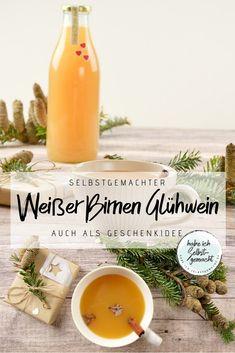 Rezept für einen selbstgemachten, weihnachtlichen Glühwein: Trockener Weißwein trifft auf süße, aromatische Birnen. Dazu noch ein paar Gewürze und fertig ist der fruchtige Glühwein. Ob zum selbst Trinken oder als Geschenkidee, der selbstgemachte Glühwein ist um Welten besser als seine gekaufte Alternative.