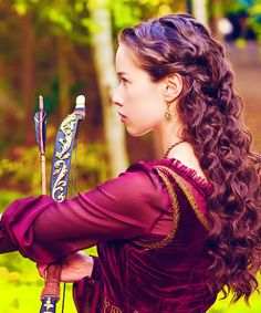 """Anna Popplewell (Susan from Narnia) in a TV series called """"Reign"""" that I know nothing about but she has a bow...... Susan had a bow....... I'm happy now......"""
