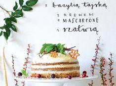 Korzenne ciasto pietruszkowe z bazylią tajską i kremem z mascarpone i z szałwią