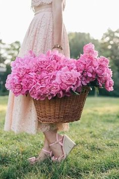 Shade Garden Flowers And Decor Ideas Www.Ro Dantel I Bujori Flower Farm, Peony Flower, My Flower, Pink Flowers, Flower Bomb, Cut Flowers, Bouquets, Landscape Photography Tips, People Photography