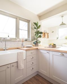 Small Space Kitchen, Kitchen Room Design, Modern Kitchen Design, Home Decor Kitchen, Interior Design Kitchen, Home Design, Home Kitchens, Kitchen Ideas, Small Spaces