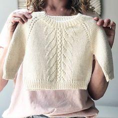 Kids Knitting Patterns, Baby Cardigan Knitting Pattern, Knitted Baby Cardigan, Knitted Baby Clothes, Knitting For Kids, Knitting Designs, Pullover Design, Sweater Design, Baby Clothes Patterns