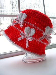 This Crochet Hat Pattern is sooooo cute, and would be just perfect for the upcoming Valentine season, or as part of a Queen of Hearts costume.