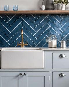Kitchen wall tiles: Ideas for every style and budget Chevron Kitchen, Modern Kitchen Tiles, Patterned Kitchen Tiles, Kitchen Splashback Tiles, Kitchen Wall Colors, Splashbacks For Kitchens, Wall Tiles For Kitchen, Kitchen Subway Tiles, Metro Tiles Kitchen