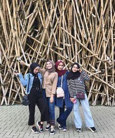 Pinterest-@haf_tima- Kpop Fashion Outfits, Street Hijab Fashion, Muslim Fashion, Denim Fashion, Womens Fashion, Casual Hijab Outfit, Ootd Hijab, Hijab Chic, Muslim Girls