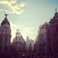 La Gran Vía, el alma de la ciudad (con permiso del Museo del Prado)