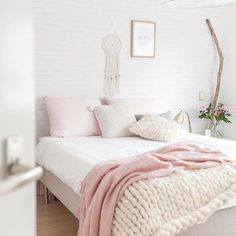 Bedroom inspo @ellefotografie loving this colour combo  #blush #bedroom #inspo