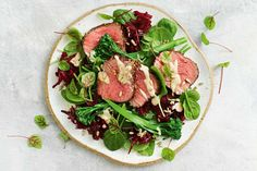 306 cal - For a quick gluten-free dinner, try this mustard seared beef, served with a beetroot, spinach and tahini salad. Vegetarian Nachos, Vegetarian Dinners, Dinner Bowls, Fish Dinner, Tahini, 800 Calorie Meal Plan, Healthy Zucchini Fritters, Healthy Rice, Healthy Eating