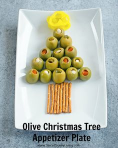 This Olive Christmas Tree Appetizer Plate | Looking for easy appetizers ideas for your Christmas parties? This holiday appetizer is so easy it's not even really a recipe!