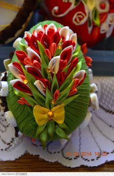 Discover thousands of images about Slepička * kanzashi ♥♥♥ Candy Crafts, Egg Crafts, Ribbon Crafts, Flower Crafts, Easter Crafts, Diy And Crafts, Quilted Christmas Ornaments, Fabric Ornaments, Thali Decoration Ideas