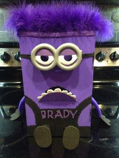 Purple minion V-day box. Cards are placed in the mouth.