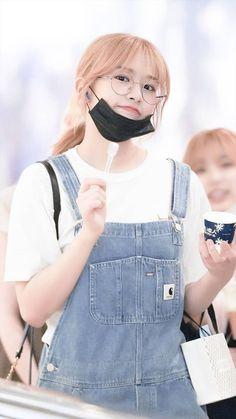 Kpop Girl Groups, Kpop Girls, Cute Girls, Cool Girl, All About Kpop, Purple Highlights, Yu Jin, Japanese Girl Group, First Girl