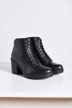 Vagabond Grace Plush-Lined Boot - Urban Outfitters