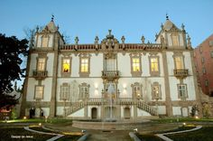 The Palace of Freixo is one of the Baroque architectural jewels of the city of Porto created by Nicolau Nasoni in the 18th century. This monument was neglected during several decades. Although it was recovered and concluded in March 2003 by the architect Fernando Távora.