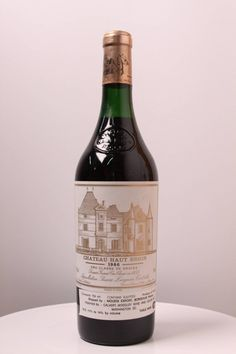 Chteau Haut Brion Pessac Lognan 1982 550x825 Cheers! Top of the Line Wines That Every Man Would Love to Drink