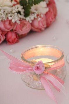 Photophore fait avec un pot de yaourt et des rubans pouvant servir pour une table de fête romantique - (Fêtes + Luminaires)