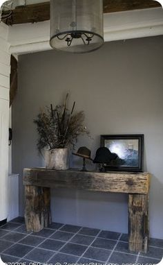 Best Rustic Entryway Decorating Ideas And Homebnc - The Purpose Of A Foyer Or An Entryway Is To Invite Your Company Inside Choosing Rustic Entryway Decor That Doesnt Scream Out For Attention Is A Great Welcoming Strategy For Your Guests This Ru Rustic Entryway, Entryway Decor, Rustic Decor, Farmhouse Decor, Entryway Ideas, Farmhouse Bench, Rustic Table, Western Furniture, Rustic Furniture