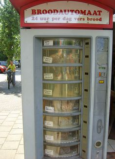 Bread vending machine