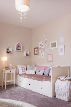 m dchen zimmer in rosa weiss bett von ikea kindertraum pinterest bett ikea und. Black Bedroom Furniture Sets. Home Design Ideas
