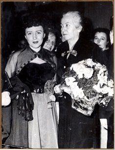 "Municipal de Stgo. on Twitter: ""En 1960 Berta Singerman realizó un recital de poesía en homenaje a Gabriela Mistral #70añosNobelMistral https://t.co/kVcZAKrMpJ"""