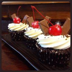 Get 25% OFF on delicous cupcakes @ Antique Café & Cakes. More information : https://www.whitecardasia.com/partner/antique-cafe-cakes/