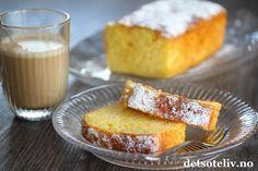 Til påsken er det populært både å spise appelsiner og å bake med appelsiner! Her har du en kjempeenkel appelsinkake, med en fantastisk god appelsinsmak! Den ekstra gode appelsinsmaken kommer av at den stekte kaken dynkes med appelsinlake mens den fortsatt er varm, slik at laken trekker godt inn i kaken. Det gjør dessuten at kaken blir utrolig myk og saftig. Appelsinkaken er lett å røre sammen og holder seg god i flere dager. Cook N, Pound Cake, Cornbread, Cake Recipes, French Toast, Food And Drink, Dessert, Breakfast, Ethnic Recipes