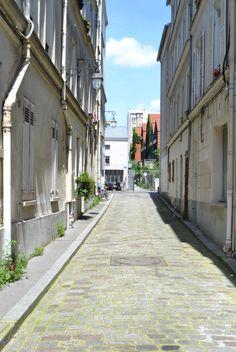 Impasse de Bergame au niveau du 28, rue des Vignoles Paris 75020.