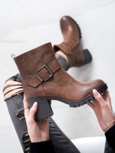 Štýlové workery na stĺpci Ankle, Boots, Fashion, Crotch Boots, Moda, Wall Plug, Fashion Styles, Shoe Boot, Fashion Illustrations