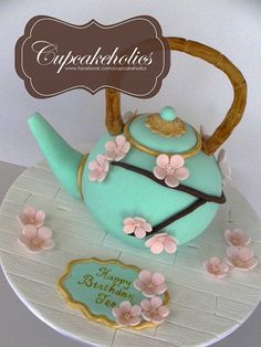 Japanese Teapot Cake by Cupcakeholics, via Flickr