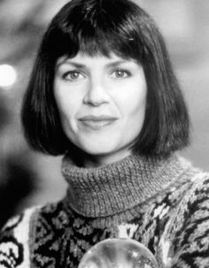 Wendy Crewson in The Santa Clause Santa Claus Movie, Santa Clause, Laughing And Crying, Walt Disney Pictures, Christmas Movies, Bob Hairstyles, Picture Photo, Movie Stars, Pop Culture