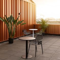 Simplicity is often key! The sturdy, metal, pedestal Metsu bistro table, transforms even the smallest outdoor spaces into full grown dining or drinking areas! Rooftop Design, Terrace Design, Rooftop Terrace, Furniture Dining Table, Dining Furniture, Outdoor Furniture Sets, Outdoor Decor, Garden Table, Garden Chairs