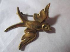 VINTAGE-1940S-BIRD-IN-FLIGHT-DETAILED-NICELY-MADE-ART-DECO-BRASS-C-CLASP