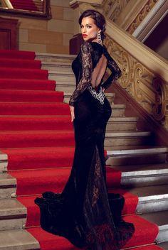Rochie eleganta lunga din catifea si dantela Illusion Neagra - MuJeR.ro http://www.mujer.ro/rochie-eleganta-lunga-din-catifea-si-dantela-illusion-neagra