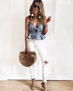 How to rock the casual chic look 1980s Fashion Trends, Casual Fashion Trends, Fashion Brands, Fashion Designers, Bbq Outfits, Cute Summer Outfits, Cool Outfits, Bbq Outfit Ideas Summer, Woman Outfits