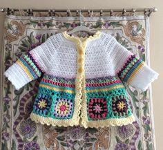 Baby Sweater, Boho Baby Sweater, Granny Square Baby Sweater, Baby Cardigan, Crocheted Baby Sweater v Beau Crochet, Crochet Mignon, Pull Crochet, Baby Girl Crochet, Crochet Baby Clothes, Baby Sweater Patterns, Baby Knitting Patterns, Baby Patterns, Knitting Tutorials