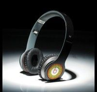 From: http://www.beatsnd.com/beats-by-dre-solo-hd-high-definition-on-ear-headphones-black-with-colorful-diamonds-254179 Available in White and Black Should you like items around the lighter side, in addition to the traditional #Beats by Dr. Dre black, #Solos also can be found in white. #Monster Clear Cloth Ultra-soft cleaning cloth with AEGIS microbe protect cleans Solo's complete and controls germs.