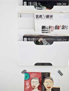 Zeitschriftenhalter an der Wand als Aufbewahrungslösung