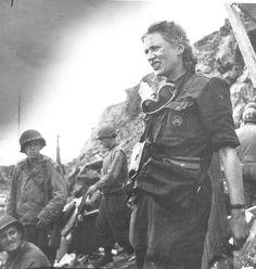Lee Miller - Photojournalisme lors de la seconde guerre mondiale -  A couvert la Libération de Paris et les horreurs de Buchenwald et Dachau