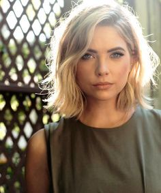 Ashley Benson - Short Waves ME ENCANTA EL CORTE!