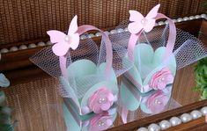 O tema jardim 🌼 nunca sai de moda e as posibilidades são diversas na hora d . Diy Home Crafts, Diy Arts And Crafts, Diy Crafts For Kids, Baby Shower Deco, Baby Shower Crafts, Butterfly Party, Butterfly Birthday, Diy Butterfly Decorations, Gift Wraping